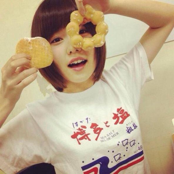 ドーナツを持った島崎遥香